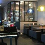Vue sur la vinotheque, piano pour soirée Jazz blues