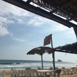 Buena opción para comer en la playa de manera relajada. Grandes porciones. El pulpo no estaba mu