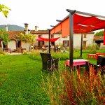 le jardin de l'Auberge la Barguillère près de Foix