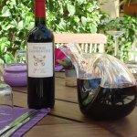 Une très belle cave à vin de plus de 200 bouteilles à votre disposition