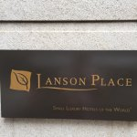 Photo de Lanson Place Hotel