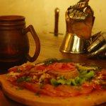 Цельное блюдо мясных яств. Средневековая Таверна, Выборг. ул. Крепостная, 3