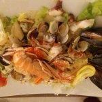 Antipasti: insalata di mare e polipo croccante