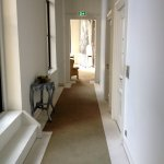 Suite Hotel Pincoffs: View of first floor corridor