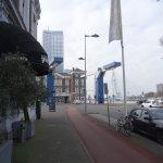 Suite Hotel Pincoffs: View from hotel looking towards the Erasmus Bridge