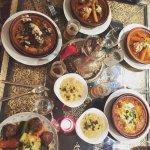 4 tajines, 1 couscous + semoule et thé à la menthe