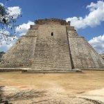 Pyramide principale vue depuis devant