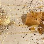 gelato all'uovo con sfoglia e mele caramellate