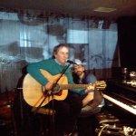 Chris de Burgh singing in the Candlelight bar