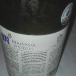 Vino blanco elaborado con malvasía de Sitges contraetiqueta