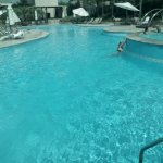 Gran piscina.
