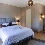 """""""Ombre des Pins"""" chambre pour 2 à 3 Personnes, à l'étage avec terrasse"""