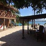 Photo de Coral Reef Beach Villa and Apartments