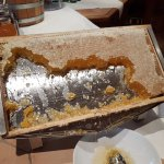 Frühstück: Honig direkt aus den Bienenwaben