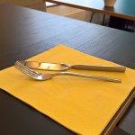 Die Messer im Frühstücksraum: witzig aber nicht funktional...