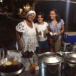 Meninas com a Aninha, quando conhecemos o Grupo - Tapioca, Acarajé e o Restaurante.