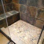La douche italienne en pierre