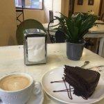 Café y tarta, desayuno buenísimo!