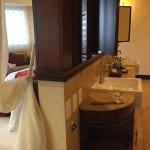 "Room 1533. Weird layout in the ""bathroom"""