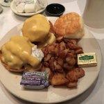 Eggs Benedict with crabcakes