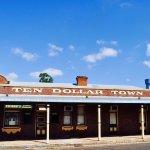 Ten Dollar Town Motel