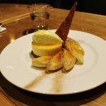 Caramelised banana crumble,honeyed custard and cinnamon sugar