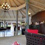 nice lobby bad service