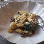 Gnocchi mit Parmesan und Spinat und Feta und Tomaten