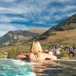 Sky Pool mit Blick auf Nauders, Fluchtwand und Edelweiss Steig