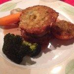 Filet mignon de veau en milles feuilles de galettes de pommes de terre, sauce aux morilles et po