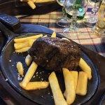 Filetto alla piastra con patate fritte