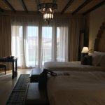 Photo de Qasr Al Sarab Desert Resort by Anantara