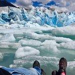 descansando a orillas del glaciar
