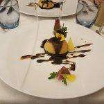 """L'entrée à base d""""homard et une agréable surprise gustative """"L'encre de seiche"""""""