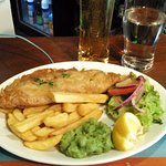The most delicious fish and chips I had have in London so far! With nice Strongbow!