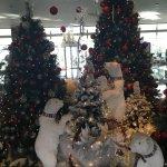 так украсили холл в отеле уже в начале декабря)