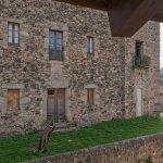 Vistas desde la hab. doble superior y hab. familiar al Castillo Medieval de Santa Pau (S.XIII-S.