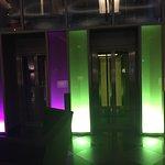 Aufzüge bei Nacht