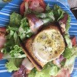 Poulet grillé et salade du berger vraiment top au bord de la plage des Salines : que du bonheur