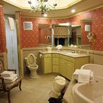 Schuyler Suite bathroom: Deep, spacious 2-person jacuzzi