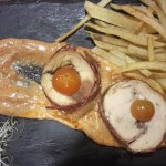rotolini di pollo con funghi su salsa al chorizo