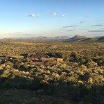 Blick vom eigenen Sundowner - Aussichtspunkt, auf die Mountain Lodge