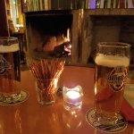 Bar mit lauschigem Kamin