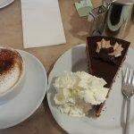 cappuccino und Schockohimbeerkucken