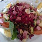 Une salade bien garnie en entrée