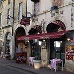 Très jolie devanture pour ce petit restaurant typique