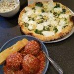 Spinach pizza & meatballs
