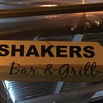 Shakers Bar & Grill Foto