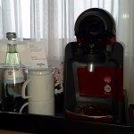 Schreibtisch mit Kaffemaschine