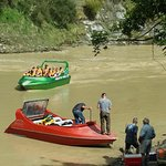 Jet boating on the Whanagnui river